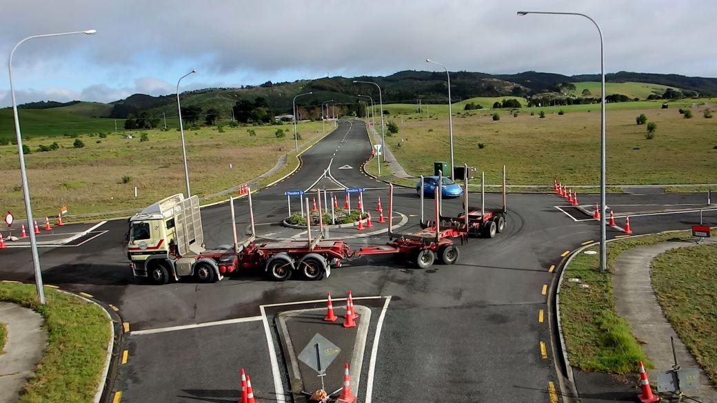 300616-MarsdenCity-truck-roundabout